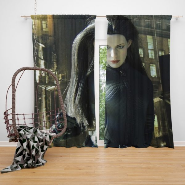 Catwoman Halle Berry 2004 Curtain