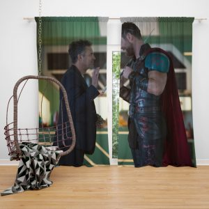 Thor Ragnarok Movie Mark Ruffalo Bruce Banner Chris Hemsworth Bedroom Window Curtain